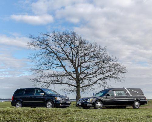 Hautaustoimisto-Nieminen-autot