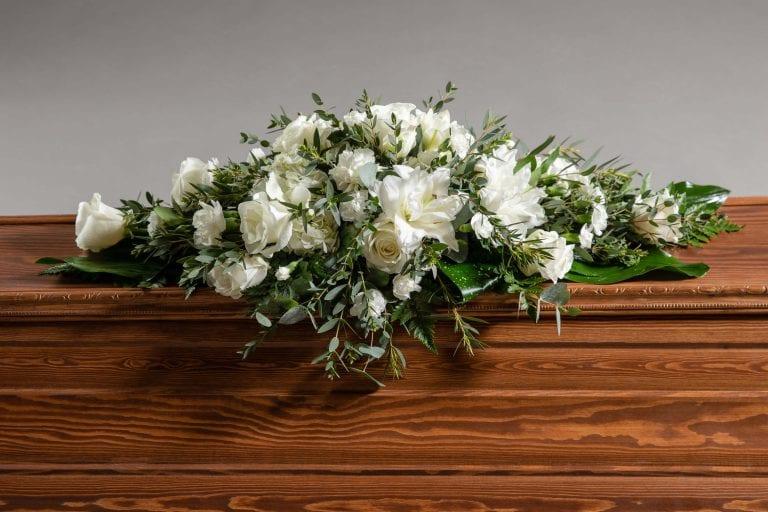 Hautavihot valkoinen ruusu