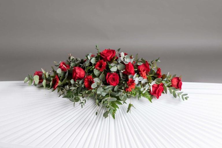 Hautavihot punaisia kukkia