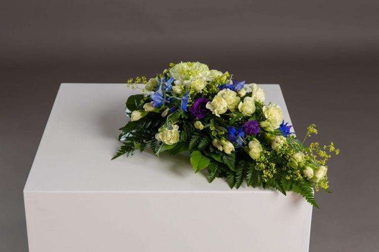 Hautavihot vaaleita kukkia